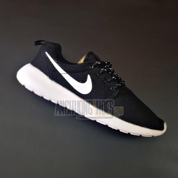 Giày Nike RosheRun Đen